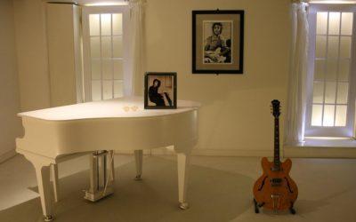 Quel instrument allez-vous apprendre : la guitare ou le piano ?
